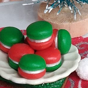 red and green macaroons, 3 pieces of christmas candy